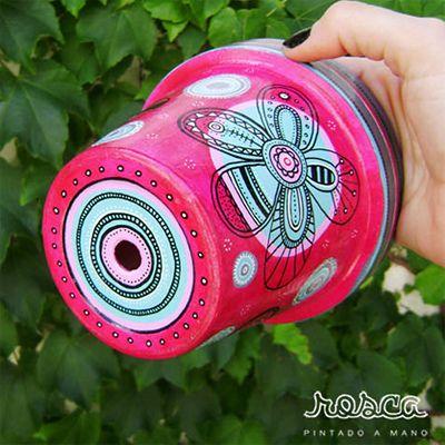 Macetas totalmente pintadas a mano. Proceso artesanal y detallado. ¡Dale color a tus plantas! ♥ Rosca Esto y mucho más en: www.tiendamosho.com