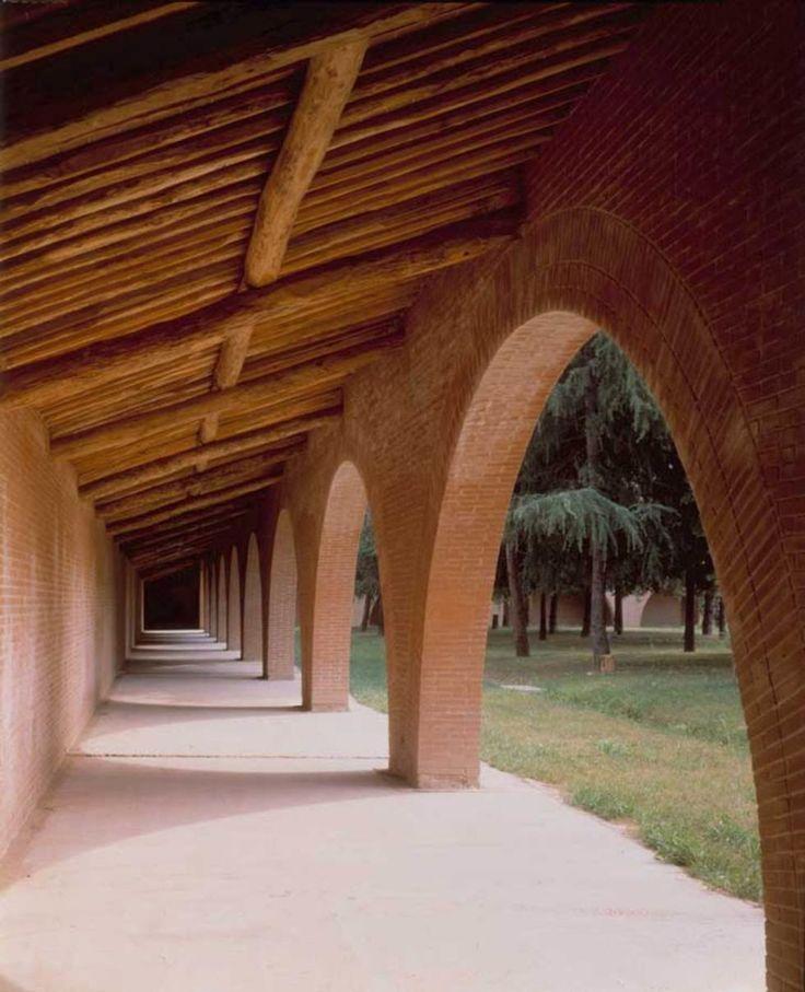Il chiostro si trova all interno dei giardini e degli orti for Kit di costruzione portico