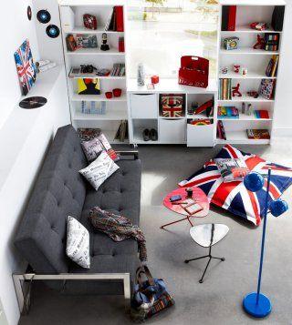 chambre d'ado avec un canap' convertible... j'adore l'idée surtout pour une petite chambre comme celle de notre loulou !!!
