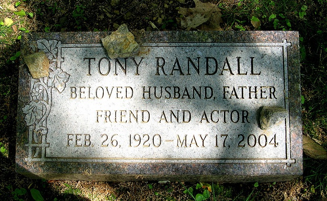 Tony Randall (Felix Unger of Odd Couple fame) Grave , NY