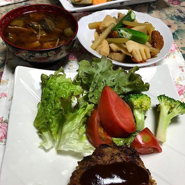 今日の晩ご飯🍱 #ハンバーグ #たけのこの煮物  #メロン #キウイ #筍 #タケノコ #ふきのとう #フキノトウ  #晩ご飯 #夕飯 #今日の晩ご飯 #肉