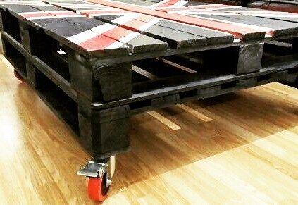 Union Jack pallet table  #unionjack #pallettable #blueredwhite #UK #british #table #furniture #table #hanystomasdesign #htdesign #designer #student #glasgow #edinburgh #scotland #czech #ostrava http://butimag.com/ipost/1558153657757136387/?code=BWfrH8MFvYD