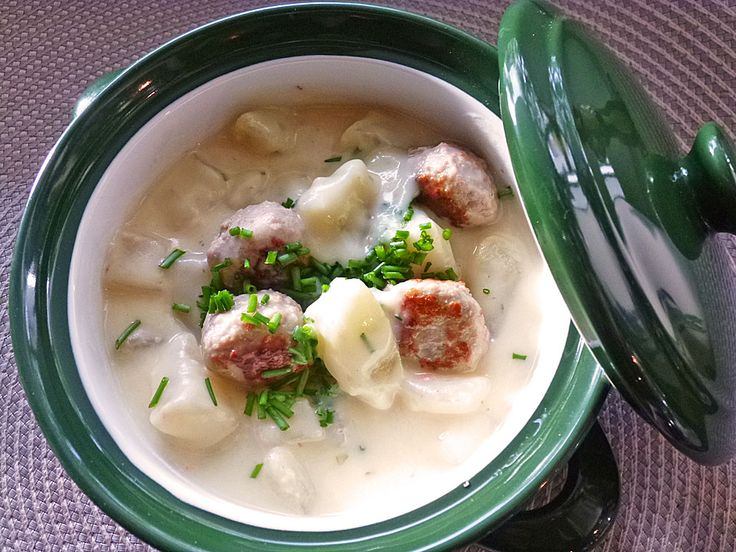 Kohlrabieintopf mit Kartoffeln und Rinderhackklößchen, ein gutes Rezept aus der Kategorie Eintopf. Bewertungen: 138. Durchschnitt: Ø 4,3.