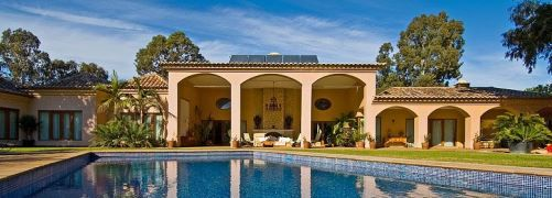 info@algarveweddingsbyrebecca.com To view a wedding in this villa visit www.facebook.com/weddingsbyrebecca Luxurious 6 bedroom Premier Villa located amongst the exclusive Penina Estate, Alvor, as part of the western Algarve, Portugal.