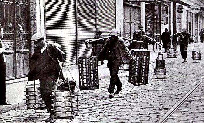 1920li yıllar İstanbulda Yoğurtçular. Sultanahmed civarı
