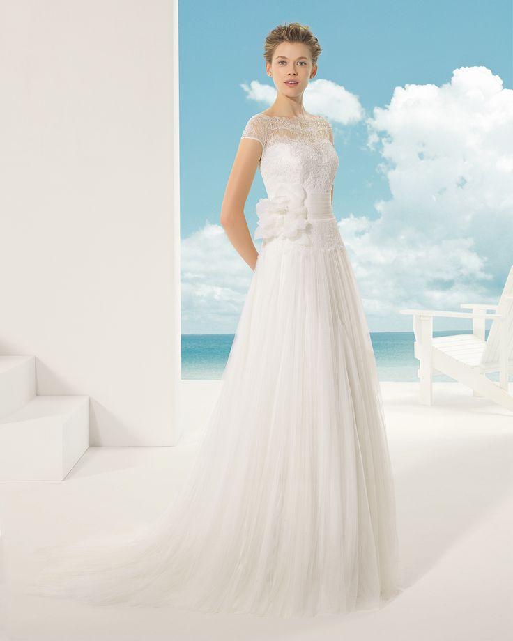 VIOLETA vestido de novia en tul sedoso encaje y pedrería .