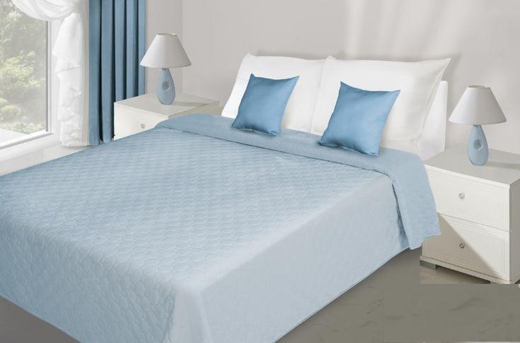 Prehoz na posteľ svetlo modrý s prešívaním