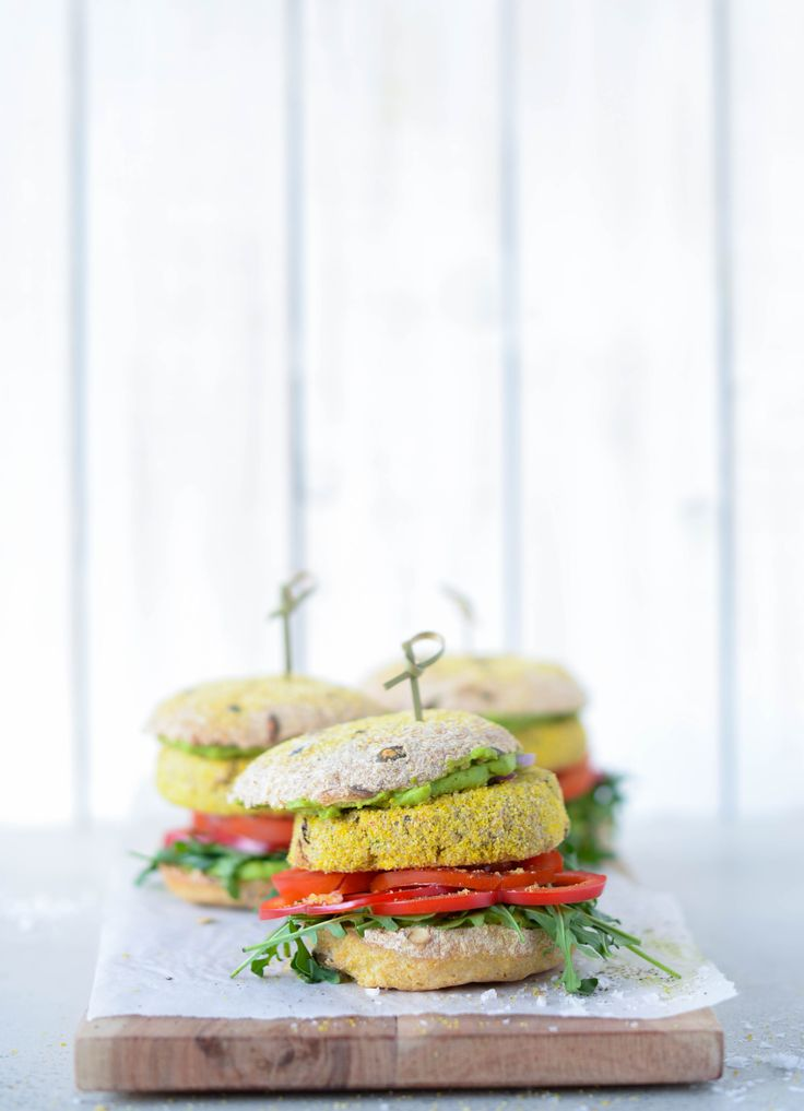 Vegansk & glutenfri burger med ærtecreme og basilikumbøf | Vanlose Blues