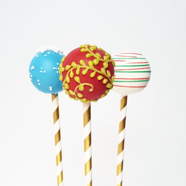 Holiday Festive Christmas Cake Pops   | Eini & Co.