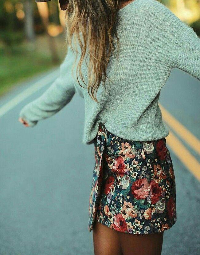 Blumenröcke und grauer Pullover – Everything Dee – Modeblogger für niedliche, lustige und erschwingliche Outfits