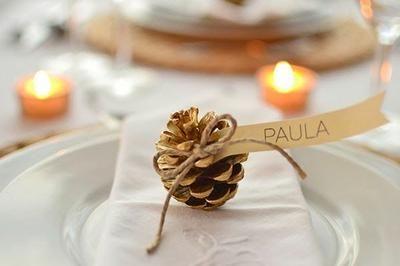 Detalles para decorar la mesa: Personaliza y decora la mesa con los nombres de tus invitados.
