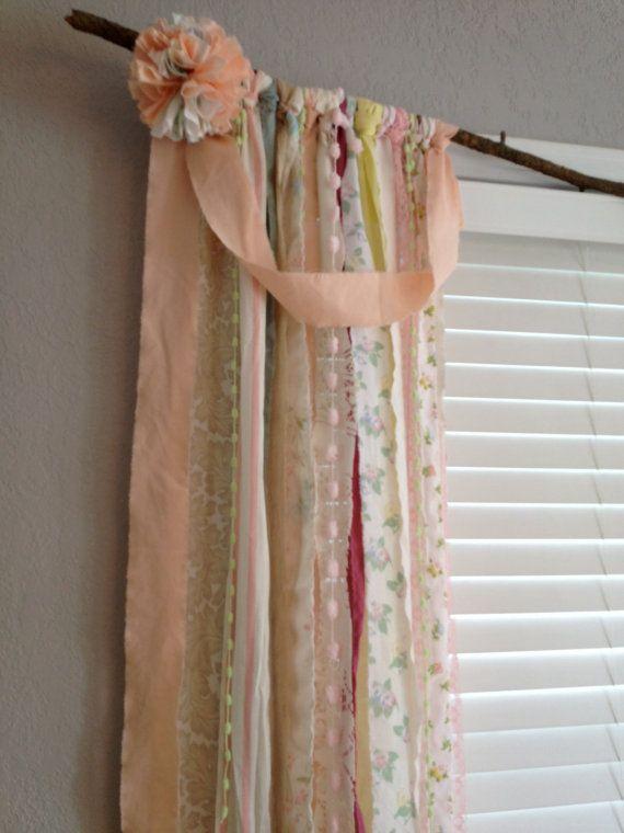 Shabby Chic Rustic Rag Curtain Window Treatment por ohMYcharley