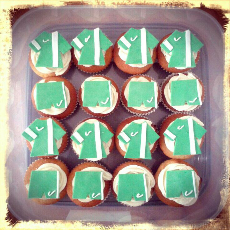 Hayle Cobras Under 11's football cupcakes