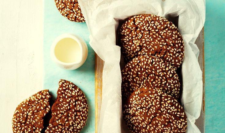 Σοκολατένια μπισκότα με ταχίνι και σουσάμι