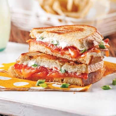 Grilled cheese au saucisson calabrese - Soupers de semaine - Recettes 5-15 - Recettes express 5/15 - Pratico Pratique