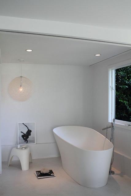 simple modern bath tub