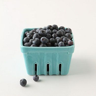 Keep the feel of summertime alive with these stoneware berry baskets.: Ceramics Berries, Kitchens Stuff, Berries Baskets, Fruit Baskets, Marketing Baskets, Farmers Marketing, Homes Kitchens, Blueberries, Hostess Gifts