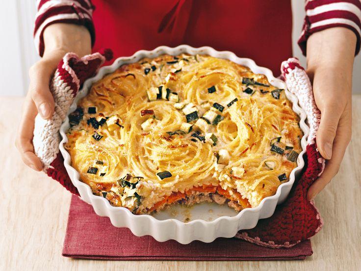 Spaghetti-Auflauf. Unter den Nestern verstecken sich Kalbfleisch und Morcheln. http://www.fuersie.de/kochen/rezept-des-tages/artikel/spaghetti-auflauf-mit-kalbfleisch