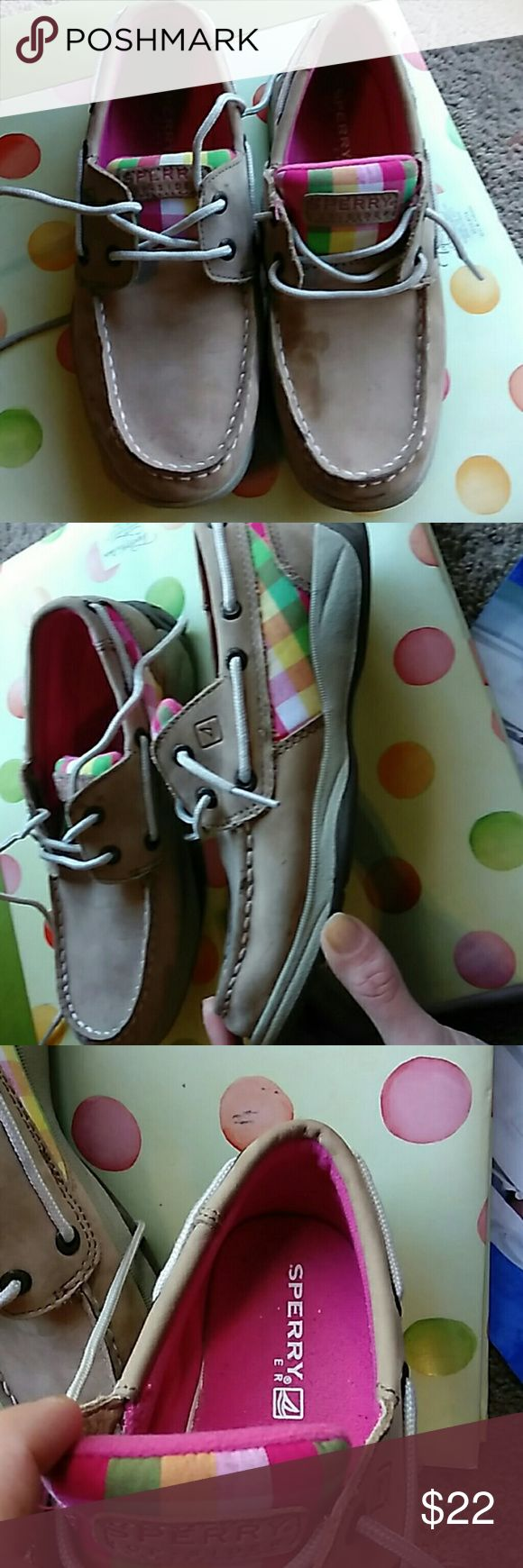 Kids Sperrys Practicality new girls size 3 Sperry shoes as you can tell from bottom my daughter wore once. There is a spot on top of left shoe as you can see on pic. Though can be cleaned I've just never done and afraid I would mess up. But other than that perfect she does not wear them. Sperry Top-Sider Shoes Moccasins