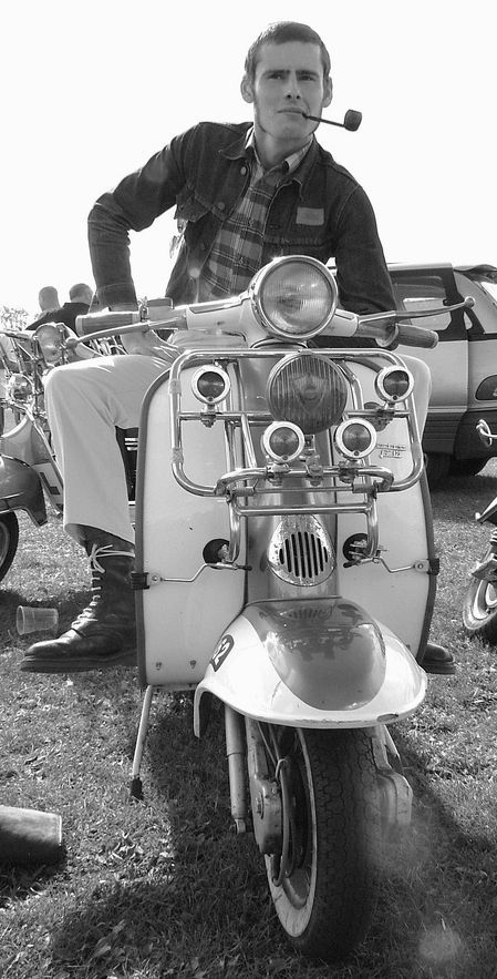 Scooter Skinhead 1970 with pipe