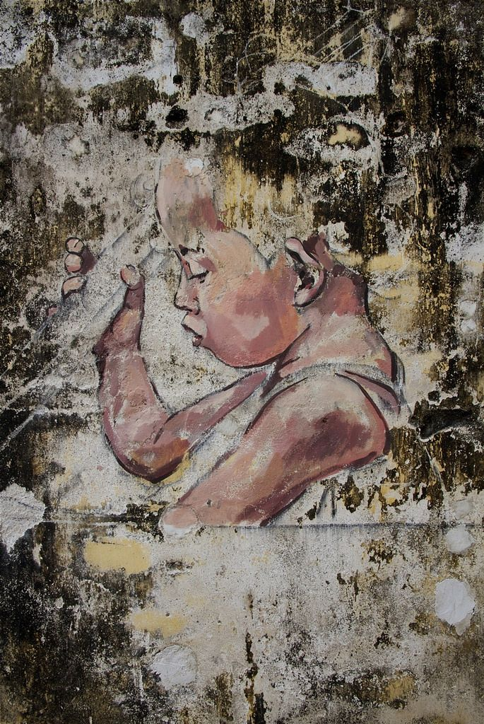 Malaysian street artist Ernest Zacharevic paints massive detailed images onto derelict and rundown buildings and surfaces. Ernest opened his... http://restreet.altervista.org/ernest-zacharevic-street-artist-che-unisce-reale-e-irreale/
