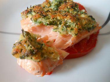 : Lachs aus dem Ofen mit einer Kruste aus Bröseln und Parmesan