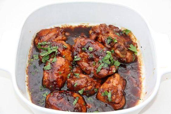 Surinaamse gerechten uit de Surinaamse keuken Ketjap bakkruiden is een mix van verschillende soorten verse kruiden voor het roerbakken van vlees en vis....