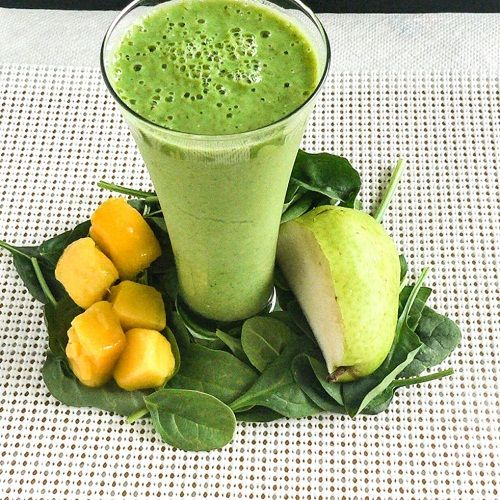 Pear Spinach Mango Smoothie! #recipes #smoothie #ontheblog