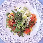 Een heerlijk recept: Komkommersalade met gerookte zalm en verse kaas