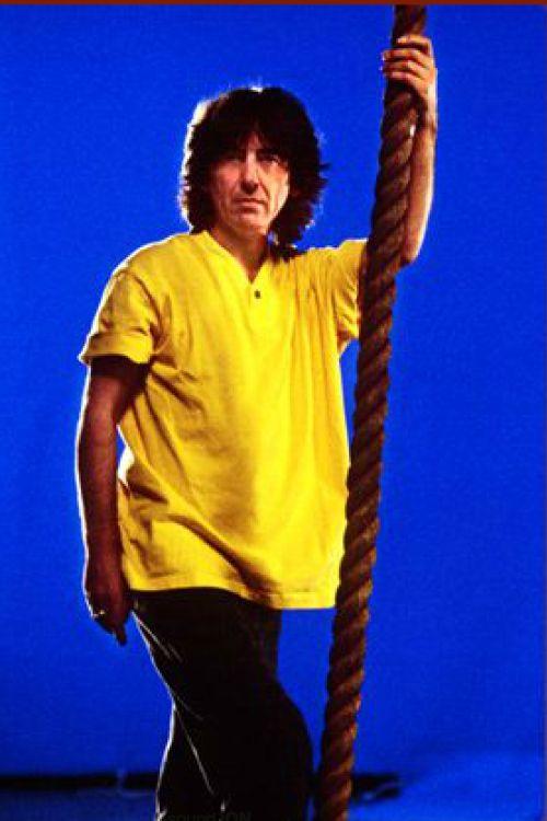 """thateventuality: """"George Harrison, 1990, fotografata da Carl Studna""""""""Veramente una persona gentile e calorosa.  Girato in un video Jeff Lynne a Hollywood.  Non sapevo che entro un anno, sarei documentando il suo tour di 3 settimane con Eric Clapton e band ..."""