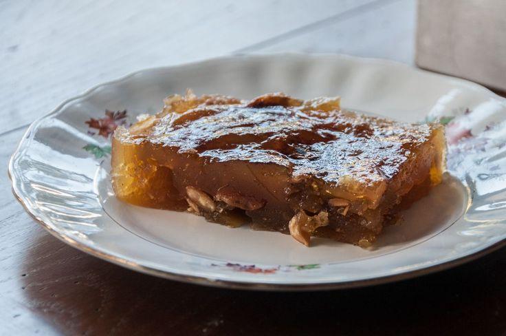 Σπιτικός και παραδοσιακός χαλβάς Φαρσάλων από τον Άκη. Ο χαλβάς είναι το διασημότερο γλυκό την περίοδο της νηστείας.