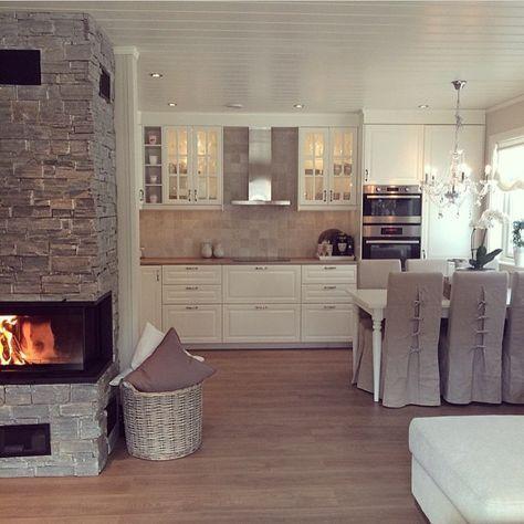 wohnkche landhaus stil wei mit brauner arbeitsplatte kamin mit steinwand hnliche projekte - Landhauskchen Mediterran