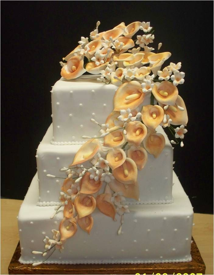 Calla Lily Hochzeits-Mittelstücke | Die Hochzeitstorte wird mit so erstaunlich aussehen …   – Wedding stuff