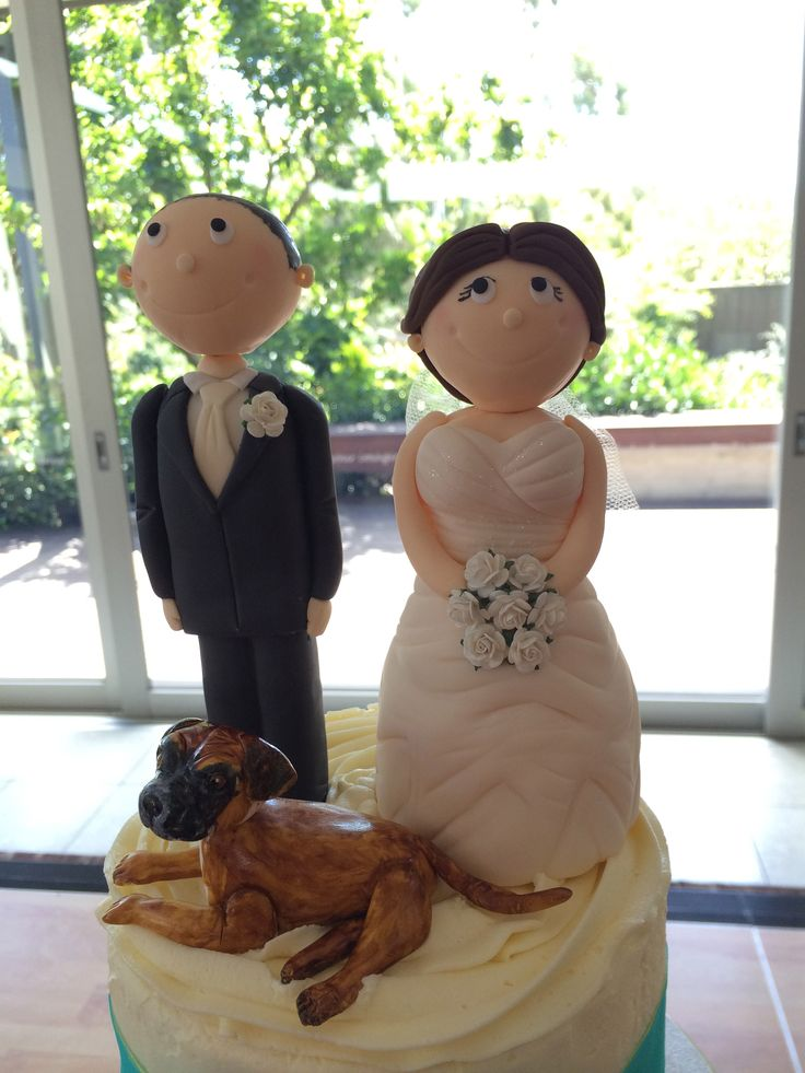 Can't forget the dog! - Sweet Designs by Claire #wedding #cake #love #specialoccasion #perfectday #weddingcake #fun