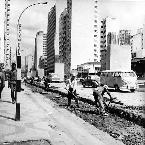 Construção do elevado Costa e Silva, o Minhocão. 1970.