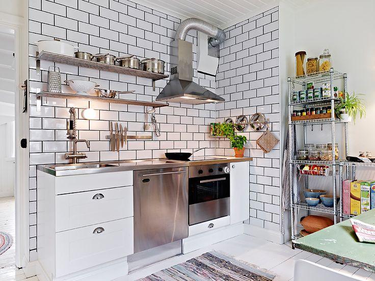 compact steel kitchen  La maison d'Anna G.: Björlandavägen