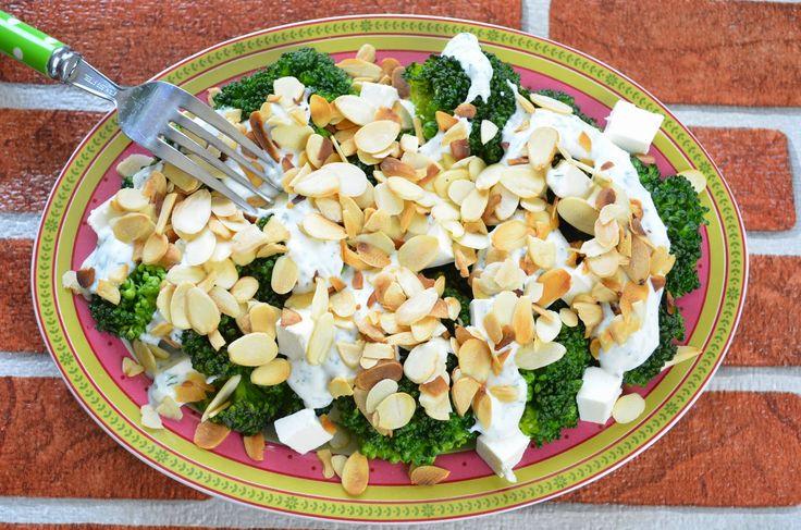 Aga w kuchni: Brokuły z fetą i sosem czosnkowym