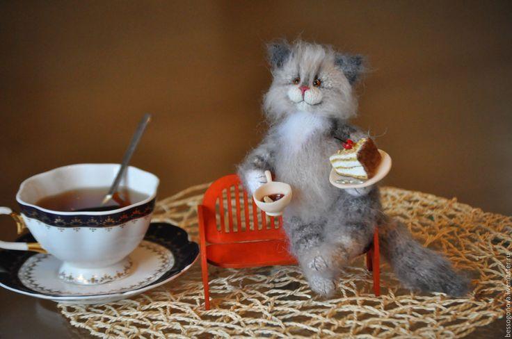 Купить Попьем чайку и поболтаем?! Вязаная игрушка - кот, котенок, котик, игрушка кот