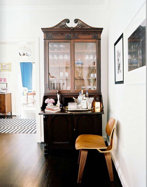 Good example of mixing traditional furniture with modern.