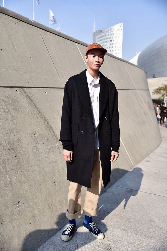 Street Style. Seoul Fashion Week. Photo by Nicholas of Garbagelapsap. The Trotteur is curated by @TheRealPJSmith.