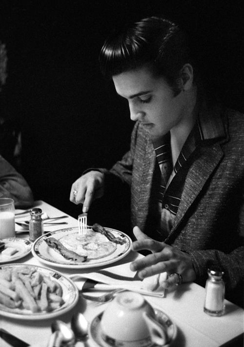 Photographed eating breakfast at the Jefferson Hotel, Richmond, Virginia, June 1956 (photo credit: Alfred Wertheimer).