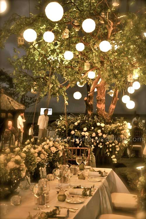 I want an outdoor fall wedding like this :)