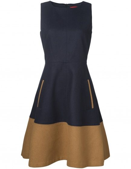 Beautiful dress with a feminine silhouette. The dress is made of a nice mix of wool and polyester, making the skirt part flare out in a charming way.