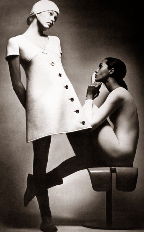 Carol LaBrie and Susan Blakely photo Jeanloup Sieff Vogue Paris September 1969