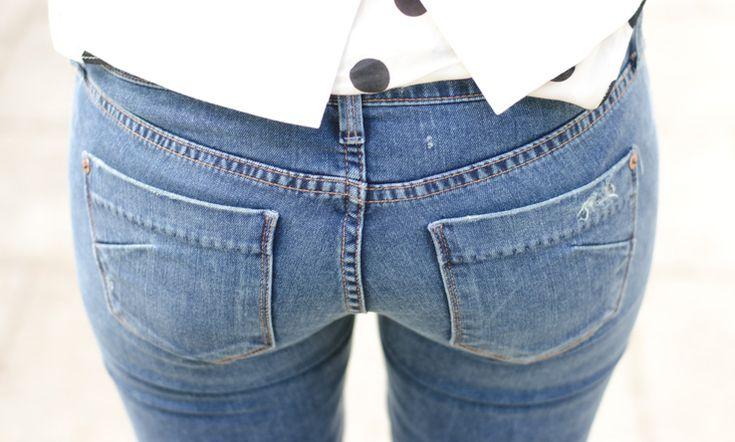 Le tasche posteriori dei jeans devono essere alte e centrate per modellare i glutei senza accorciare le gambe se le tasche fossero troppo basse. Back pockets should be high and centered o shape the bottom. If they are too low they will shorten the legs.