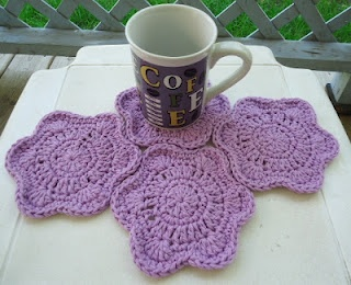 HOT & COLD FLOWER COASTER Free Pattern - I see a nice afghan made from these too with the lovely way they mold to each other!  http://www.pinporium.com/