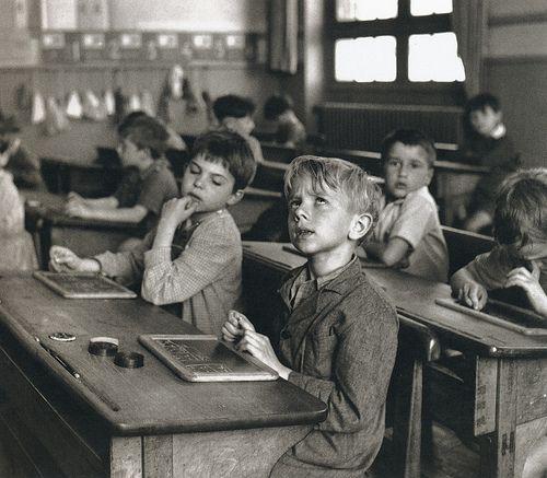 Le penseur et le tricheur …  Robert Doisneau. 1956