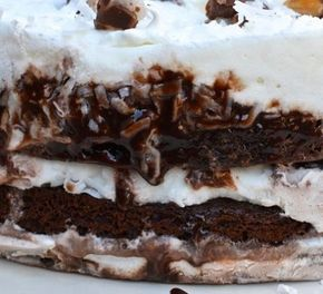 Tem receita de bolo sorvete na escoladebolo.com.br...#aprendaonline #receitadebolo #bolosorvete