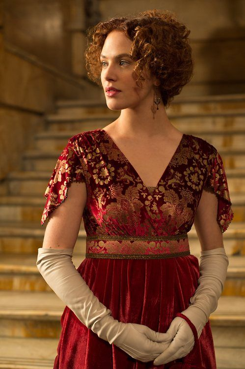 Jessica Brown Findlay as Beverly Penn in Winter's Tale (2014).
