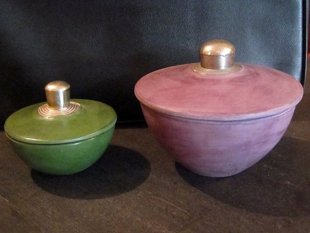 Handgemaakt aardewerk afgewerkt met metaal, in 12 kleuren verkrijgbaar